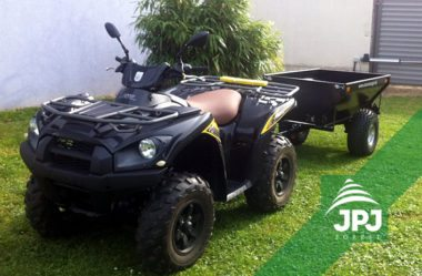 Kawasaki Quad und Anhaenger Farmer